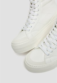 PULL&BEAR - MIT PLATEAU - High-top trainers - white - 5