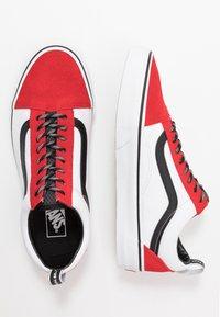 Vans - OLD SKOOL - Sneakersy niskie - red/black/true white - 1