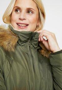 LOVE2WAIT - DOUBLE ZIPPER PADDED PIPING - Płaszcz zimowy - green - 8