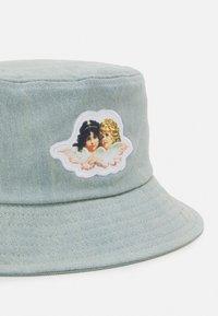 Fiorucci - ICON ANGELS BUCKET HAT UNISEX - Hat - light vintage - 4