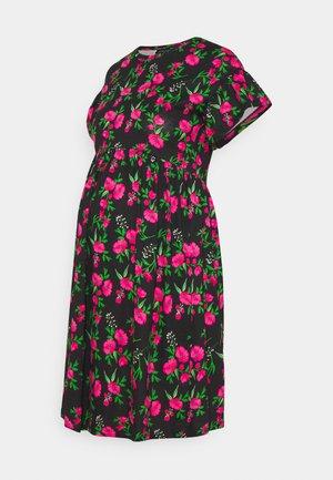 OLMMAY NEW LIFE  CUTLINE DRESS - Žerzejové šaty - black/hot pink