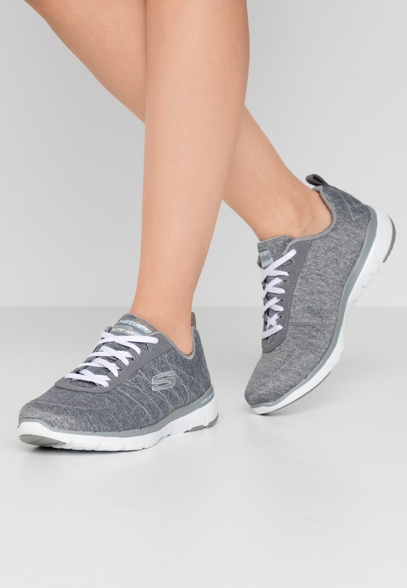 Skechers Wide Fit - FLEX APPEAL 3.0 - Sneakers laag - gray/white