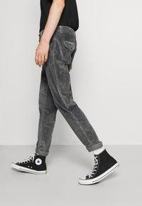 Jack & Jones - JJIACE - Trousers - asphalt - 3
