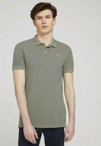 TOM TAILOR DENIM - Polo shirt - greyish shadow olive - 0
