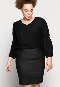 Pieces Curve - PCPARO COATED SKIRT - Pencil skirt - black - 3