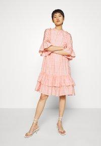 Stella Nova - KIMI - Denní šaty - peach beige - 1