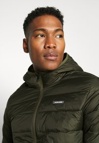 Jack & Jones - JJVINCENT PUFFER HOOD - Winterjas - rosin - 4