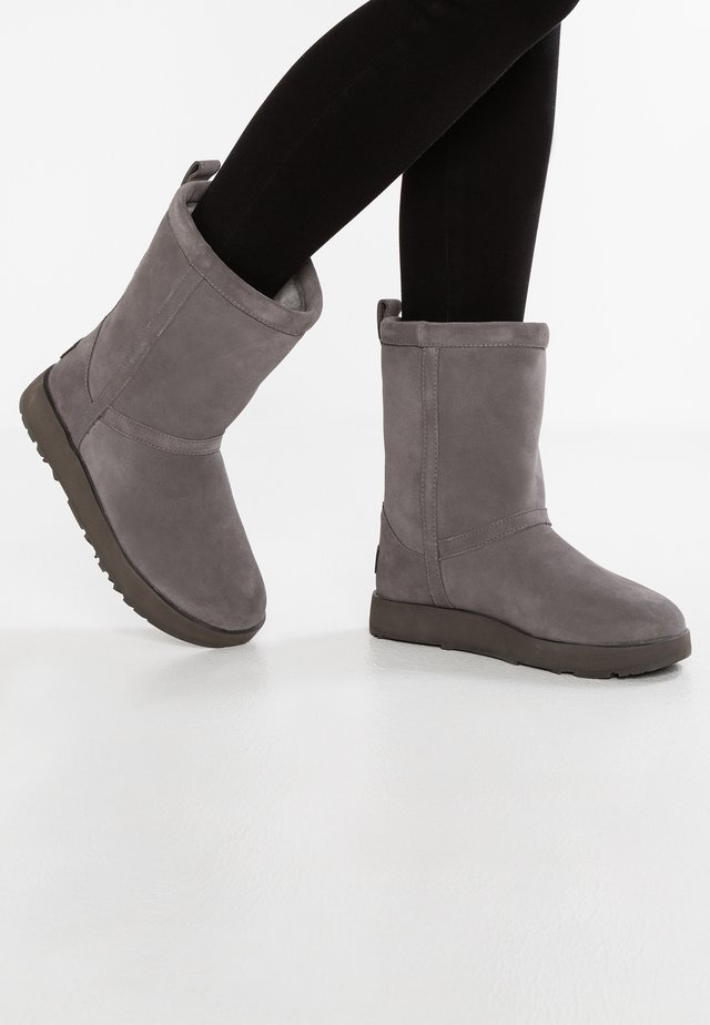 CLASSIC SHORT WATERPROOF - Classic ankle boots - metal