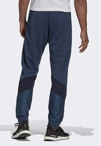 adidas Performance - FI Q2 BD MUST HAVES AEROREADY PRIMEGREEN SPORTS REGULAR PANTS - Tracksuit bottoms - blue - 1