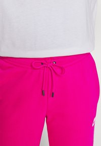Nike Sportswear - Teplákové kalhoty - fireberry/white - 3