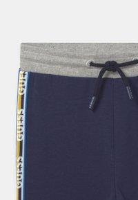 Guess - TODDLER ACTIVE  - Kalhoty - bleu/deck blue - 2