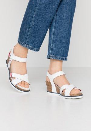 VIERI  - Platform sandals - weiß