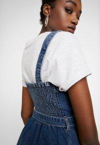 Hollister Co. - SHORT DRESS - Robe en jean - blue denim - 5