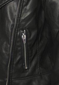 Zizzi - MMERLE JACKET - Chaqueta de cuero sintético - black - 6