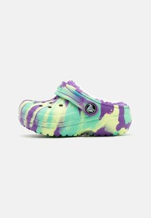 CLASSIC LINED MARBLED  - Pantolette flach - neon purple/multicolor