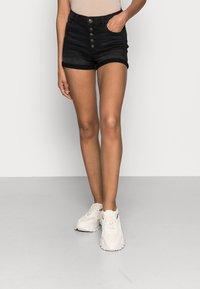 ONLY - ONLHUSH BUTTON BOX - Szorty jeansowe - black denim - 0