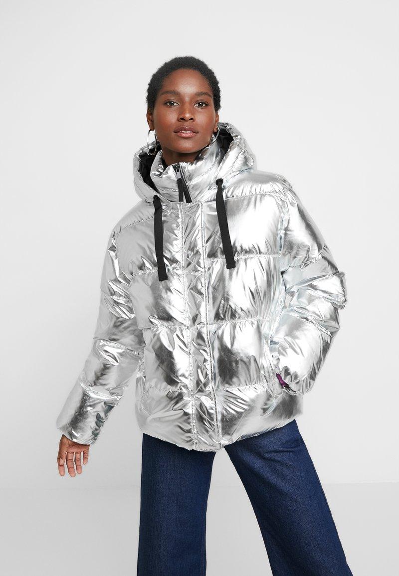 GAP - V-MIDWEIGHT NOVELTY PUFFER - Vinterjakke - silver metallic