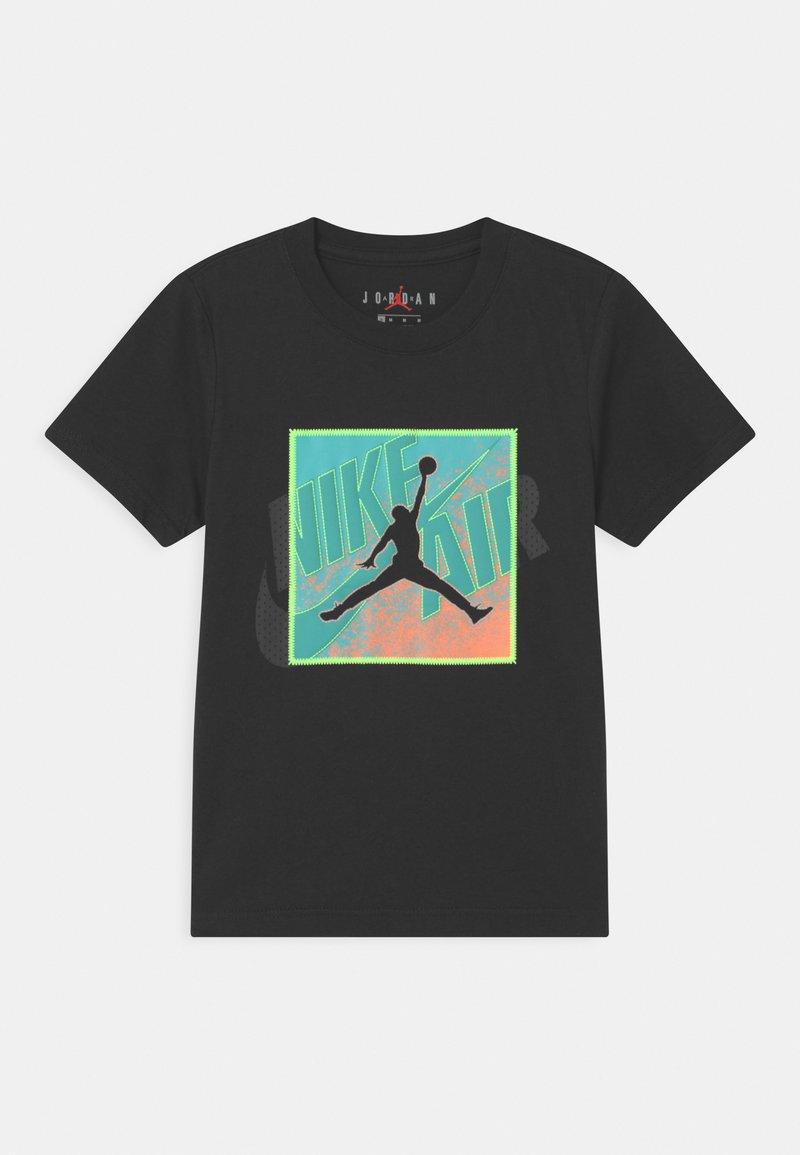 Jordan - PATCH OVER - T-shirt med print - black