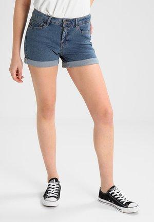 NMBE LUCY FOLD - Shorts di jeans - medium blue denim