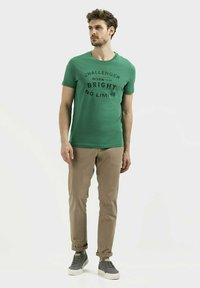 camel active - Print T-shirt - jungle green - 1