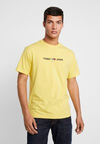 Tommy Jeans - SMALL LOGO TEE - Print T-shirt - aspen gold - 0