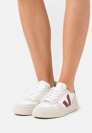 V-10 - Sneaker low - white/marsala