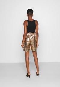 KENDALL + KYLIE - BERMUDA - Shorts - marigold - 0