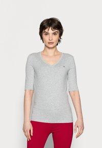 Tommy Hilfiger - Basic T-shirt - light grey heather - 0