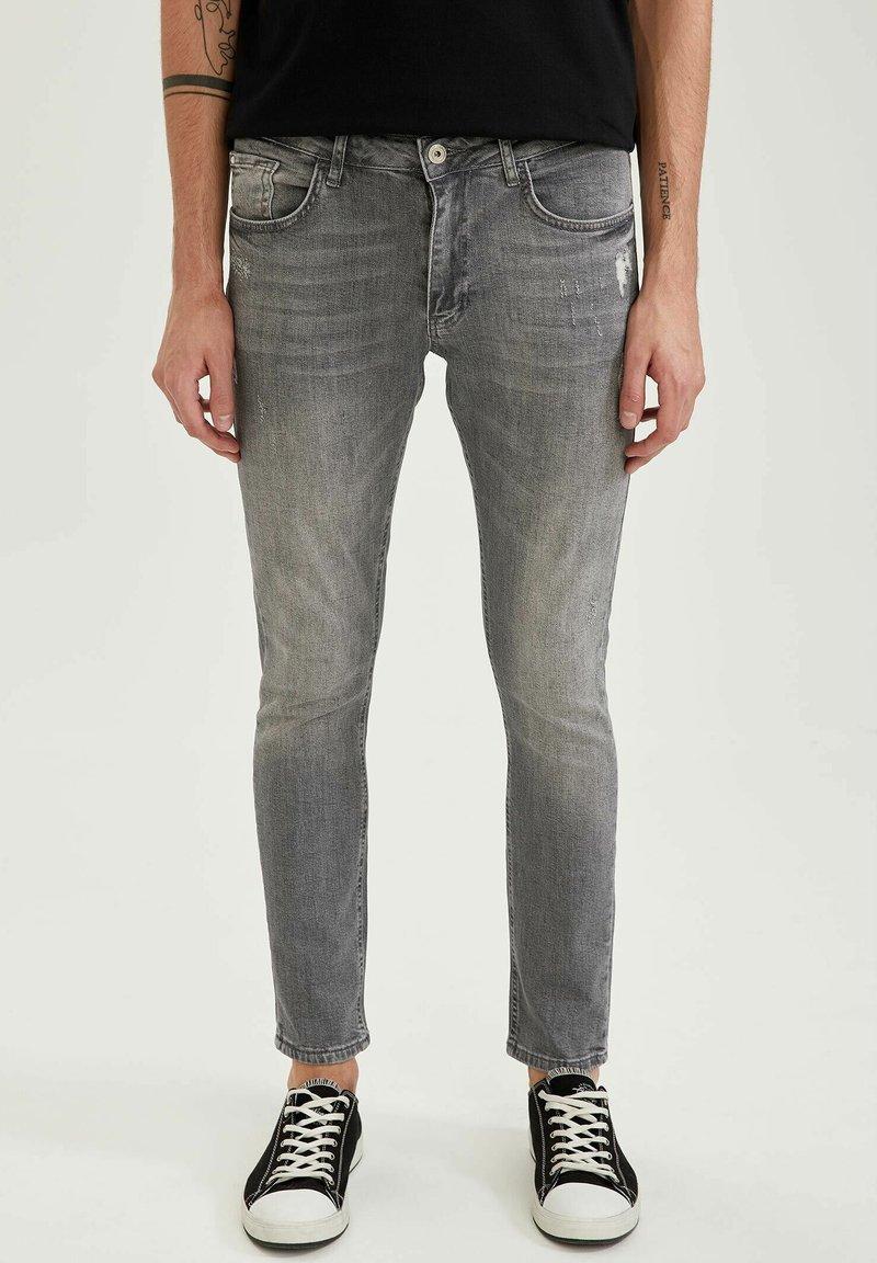 DeFacto - Slim fit jeans - grey