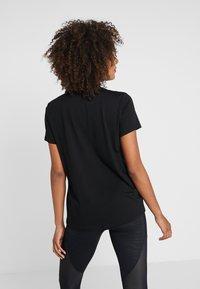 DKNY - CREW NECK SHORT SLEEVE TWO TONE LOGO - Print T-shirt - black - 2