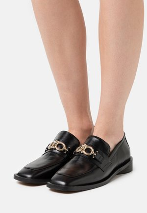 Loafers - black poncho