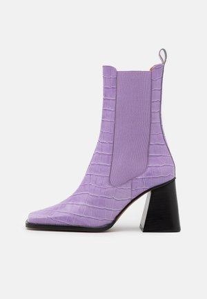 Kotníková obuv na vysokém podpatku - malva