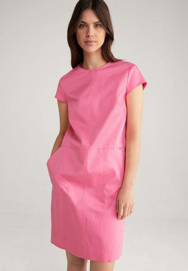 DOREA - Korte jurk - pink