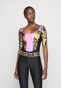 Versace Jeans Couture - LADY BUSTIER - Triko spotiskem - black - 3