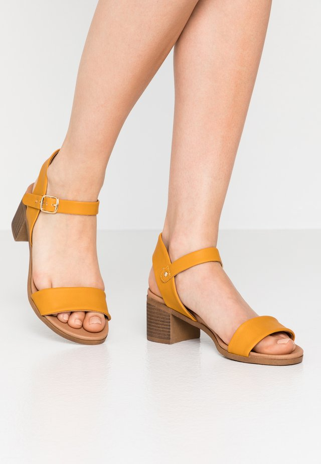 PLATYPUS - Sandals - mid yellow