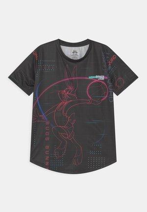 SPACE JAM 2 IN THE PAINT DRI TREK TEE UNISEX - Print T-shirt - black