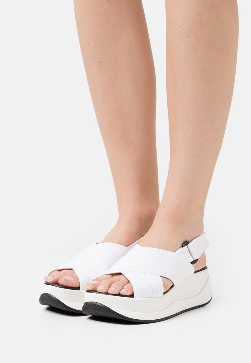 Gaimo - PETUNIA - Platform sandals - blanco