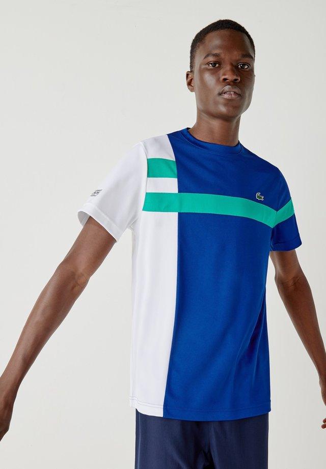 TH2070 - T-shirt con stampa - bleu / blanc / vert / noir