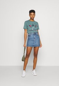 adidas Originals - T-shirt imprimé - hazy emerald - 1