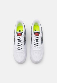 Nike Sportswear - AIR FORCE 1 '07 LV8 - Sneakersy niskie - white/clear/light smoke grey/black - 3