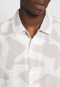 Weekday - COFFEE TOPOGRAPHIC - Camisa - beige - 5