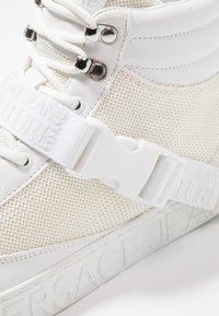 Versace Jeans Couture - FONDO CASSETTA - High-top trainers - white - 5