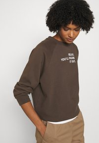 DESIGNERS REMIX - WILLIE - Sweatshirt - dusty brown/white print - 3