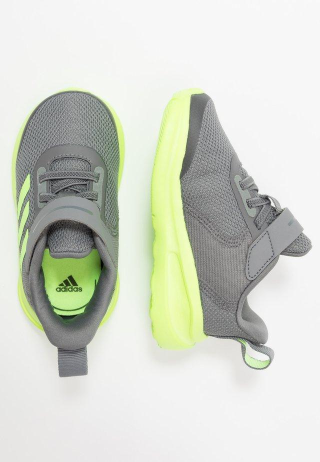 FORTARUN KIDS NEXT SPORTS SHOES UNISEX - Scarpe running neutre - grey four/signal green/footwear white