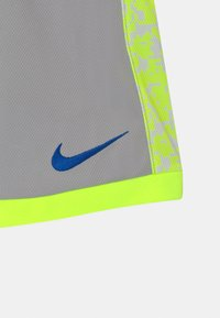 Nike Sportswear - TROPHY - Shorts - smoke grey - 2