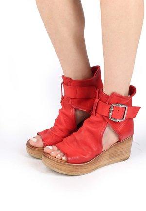 Platform sandals - blood