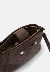 MCM - CROSSBODY - Across body bag - cognac - 3