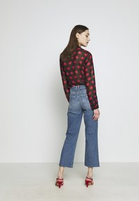 Guess - CROP FLARE - Flared jeans - soround - 2