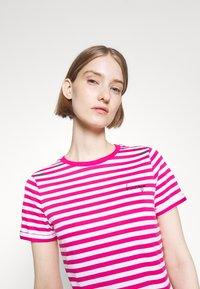 HUGO - THE SLIM TEE - Print T-shirt - bright pink - 3