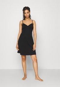 ONLY - ONLMAIKA STRAP NIGHTWEAR DRESS - Nattskjorte - black - 1